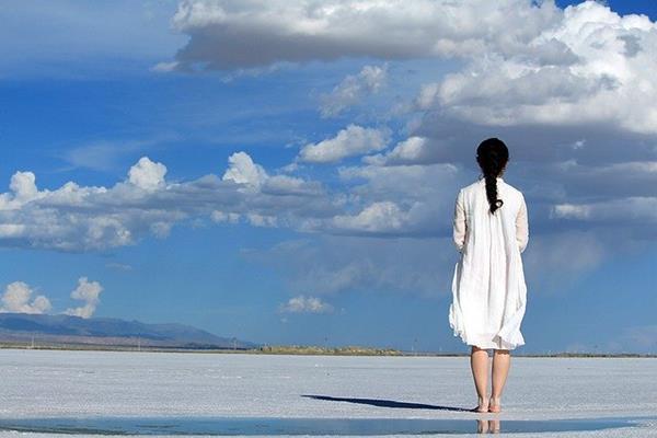 Sukienka hiszpanka - czy to rozwiązanie dla każdej kobiety?